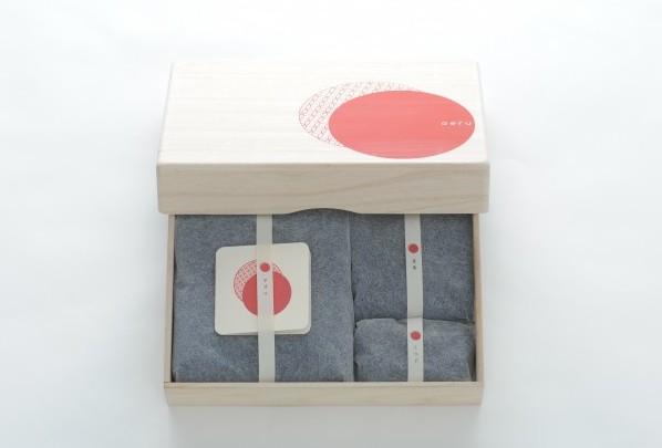 徳島県から 本藍染の 出産祝いセット