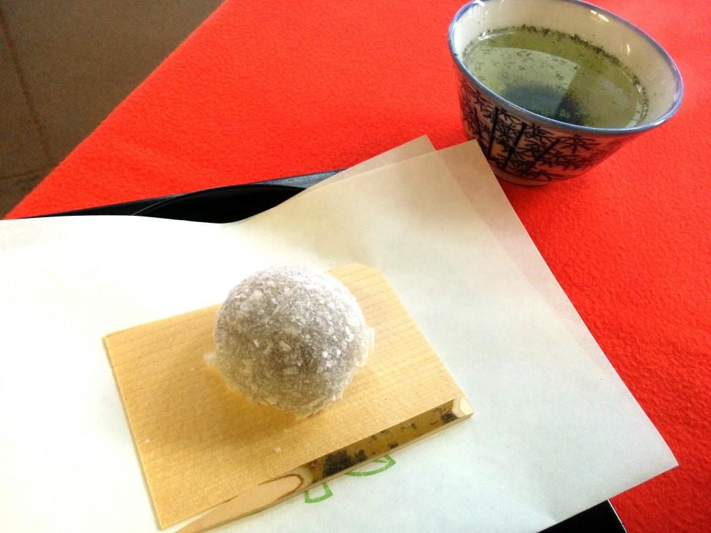 亀末廣さんの雪餅
