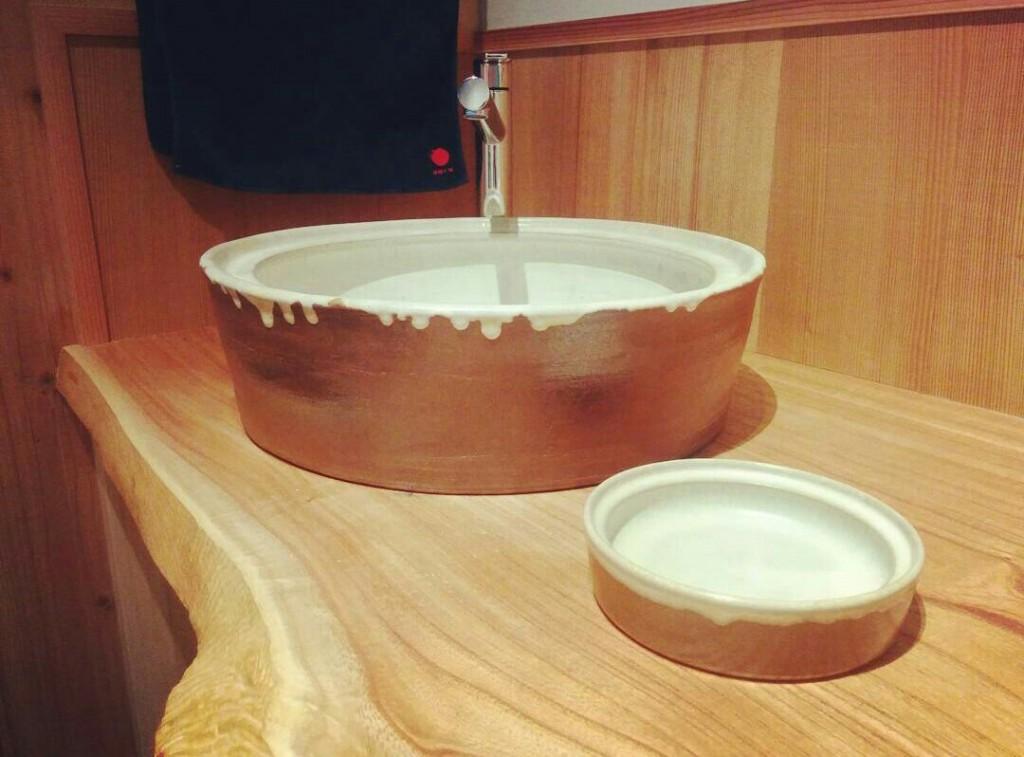14_大谷焼の洗面台